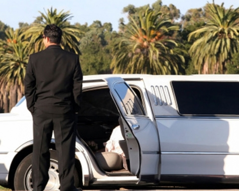 Some-Practical-Tips-to-Rent-a-Limo-Service-for-Prom-on-bridgetownherald